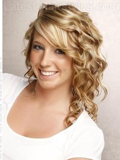 Lots of Curls Medium Length Blonde Style with Fun Waves Medium Bob Hairstyles, Teen Hairstyles, Winter Hairstyles, Latest Hairstyles, Pretty Hairstyles, Casual Hairstyles, Braided Hairstyles, Medium Hair Styles, Curly Hair Styles