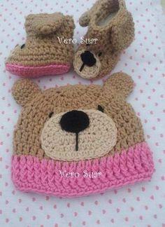 conjunto de gorro y botitas tejidas para tu bebé