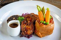 Špikovaný diviačí krk s yorkshirskym pudingom - recept Steak, French Toast, Breakfast, Food, Morning Coffee, Essen, Steaks, Meals, Yemek