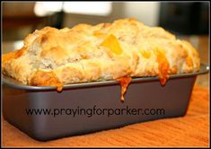 Quick Cheese Bread - no yeast. This says it's like bread at Red Lobster. I'm not a fan of Red Lobster, but I do love cheese bread. This recipe sounds good. #cheesebreadrecipes