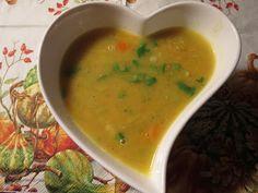 orange Suppe mit roten Linsen