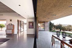 Villa Extramuros In Arraiolos, Alentejo by Vora Arquitectura | Yatzer