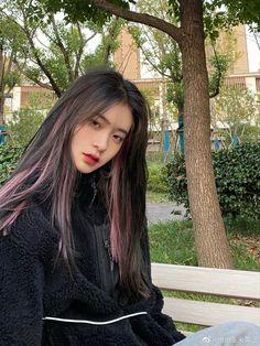 Hair Color Streaks, Hair Dye Colors, Hair Inspo, Hair Inspiration, Hair Color Underneath, Highlights Underneath Hair, Pink Hair Highlights, Korean Hair Color, Black Hair Korean