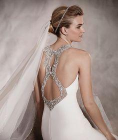 ANOETA - Brautkleid im Meerjungfrau-Stil mit Carré-Ausschnitt und Blumenapplikationen aus Schmucksteinen | Pronovias