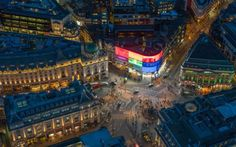 Jason Hawkes' shows you London in a way you've never seen it before. From above, the bright lights of Piccadilly Circus are merely a blip in an ocean of lights. Piccadilly Circus, Uk Capital, London Night, London Landmarks, Aerial Images, London Bridge, London Photos, Old London