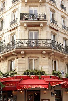 Paris corner cafe at Ile St-Louis Places Around The World, Oh The Places You'll Go, Places To Travel, Around The Worlds, St Louis, Ile Saint Louis, Paris Flat, Paris Paris, Paris Balcony