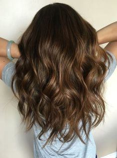 caramel balayage for when I finally pull the trigger and de my hair. caramel balayage for when I finally pull the trigger and de my hair. Brown Hair Shades, Light Brown Hair, Brown Hair Colors, Brown Hair Balayage, Hair Highlights, Ombre Hair, Balayage Hairstyle, Bayalage, Chocolate Brown Hair Color