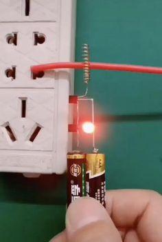 Electronics Mini Projects, Electronic Circuit Projects, Electronics Basics, Electrical Projects, Electrical Tools, Cool Tools, Diy Tools, Pc Gaming Setup, Diy Tech