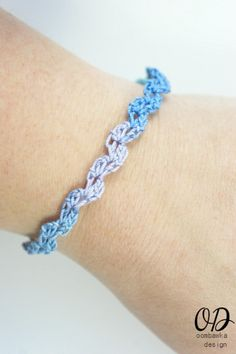 Looking for a pretty summer bracelet? Crochet the Ocean Waves Summer Bracelet for yourself or make friendship bracelets for your friends! Aunt Lydia's Classic 10 Crochet Thread (shown in Ocean) mm (B) Crochet Hook Crochet Bracelet Pattern, Crochet Jewelry Patterns, Crochet Accessories, Bracelet Patterns, Crochet Necklace, Doily Patterns, Dress Patterns, Diy Jewelry, Jewelery