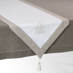 Table runners, camino de mesa Magnolia Linen Tablecloth, Tablecloths, Drawn Thread, Table Toppers, Table Runners, Hand Embroidery, Bed Pillows, Christmas Crafts, Sewing Projects