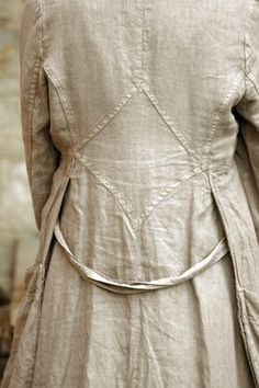 Beautiful tailored details on what looks like a linen duster coat. Fashion Details, Boho Fashion, Vintage Fashion, Beautiful Outfits, Cool Outfits, A Well Traveled Woman, Mode Boho, Linens And Lace, Look Vintage
