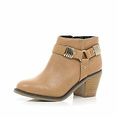 Girls light brown stirrup ankle boot £25.00