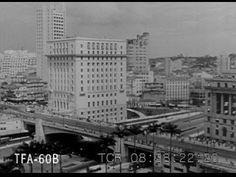 Um excelente documentário sobre a urbanização de São Paulo, com um enfoque geográfico-histórico, permeando também questões sobre meio ambiente, política. Ent...