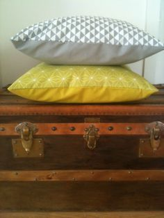 Easy cushion cover - Décoration et Bricolage Coin Couture, Couture Sewing, Sewing Projects For Beginners, Sewing Tutorials, Sewing Tips, Sewing Hacks, Diy Handwarmers, Cushion Covers, Pillow Covers
