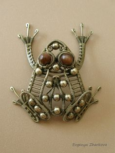 Wire-wrapped frog!