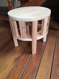 Estructuras De Puff Redondos - $ 170,00 Furniture Making, Diy Furniture, Furniture Design, Diy Ottoman, Round Ottoman, Wood Sofa, Diy Holz, Wood Creations, Recycled Furniture