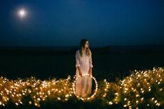 Brautpaar Shooting Lichterketten, Licht, Daniela Reske Fotografie, Anmut und Sinn