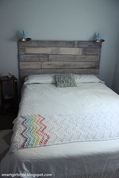 smartgirlstyle: Bedroom Makeover: Putting it All Together - wood pallet headboard and side table Wood Headboard, Rustic Headboards, Bed Headboards, New Room, Wood Pallets, Home Projects, Pallet Projects, Bed Pillows, Diy Home Decor