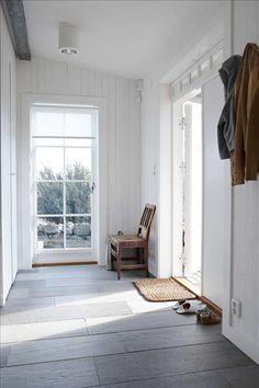 House interior entrance white walls ideas for 2019 Style At Home, Interior Exterior, Interior Design, Interior Doors, Flur Design, Entry Hallway, 1930s Hallway, Foyer, Tiled Hallway