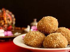 Step By Step Authentic Gujarati Churma Ladoo Recipe