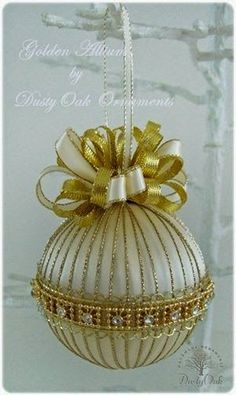 Golden Allium--Wonder how a beaded ornament made with a pretty bracelet pattern around the middle and simple seed beads attaching it to the top and bottom would look?Golden Allium (this one is sold) - lots of other ornaments available, including cust Quilted Christmas Ornaments, Fabric Ornaments, Christmas Tree Decorations, Handmade Christmas, Christmas Tree Ornaments, Christmas Diy, Beaded Ornament Covers, Beaded Ornaments, Ornament Crafts