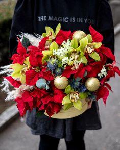 De o frumusețe uimitoare, acest aranjament festiv va aduce sărbătoarea în casa destinatarilor. Crăciunița de un roșu vibrant, alături de orhideele Cymbidium de o eleganță aparte și de accesoriile strălucitoare compun un aranjament uimitor pe care oricine și l-ar dori în casă în perioada Crăciunului. #christmas #arrangement #flowerarrangement #flowerlovers #festive Magnolia, Table Decorations, Furniture, Home Decor, Decoration Home, Room Decor, Magnolias, Home Furnishings, Home Interior Design