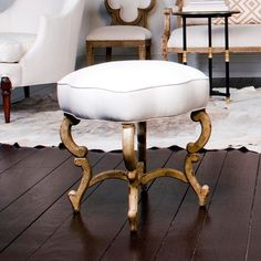 #Anastasia Bench is inspired by benches from Russia, that have beautifully carved gilt-wood bases with serpentine wooden legs and stretchers and unique scalloped cushions. Designed by Suzanne Kasler for @hickorychairco