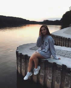Clothing Photography, Insta Photo Ideas, Adele, Youtubers, Sunset Girl, Cute Outfits, Photoshoot, Instagram Ideas, Hoodies