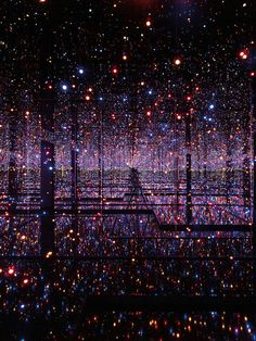 Japanese artist Yayoi Kusama - who has notably lived in a psychiatric institution for the last four decades - has been obsessed with dots and infinity for her entire career, an inspiration she. - Japanese artist Yayoi Kusama - who has notably. Yayoi Kusama, Infinity Mirror Room, Infinity Room, Infinity Art, Infinity Rings, Infinity Wedding, Land Art, Infinity Spiegel, Instalation Art