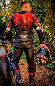 Motard Sexy, Leather Men, Leather Pants, Bike Suit, Bike Leathers, Mens Gear, Motorcycle Leather, Bikers, Superhero
