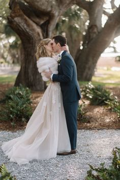Outdoor wedding in winter? A good excuse for a little wedding fur. Love seeing Julia + Nick's destination wedding at Lowndes Grove Plantation in Charleston featured on Elizabeth Anne Designs! Vintage Fur, Vintage Bridal, Vintage Apron, Vintage Sewing, Space Wedding, Dream Wedding, Perfect Wedding, Luxury Wedding, Winter Wedding Fur