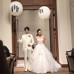 ウェディングバルーン【 Mr 】 とウェディングバルーン【 Mrs】 をご使用していただいたお客様のお写真♡大きなバルーンがあると写真映えもばっちりで華やかさがより一層ましますね!すごく素敵です♡ありがとうございました!