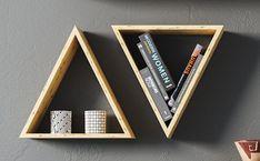 Nichos de madeira: 70 ideias e tutoriais para organizar a casa com estilo Decor, Shelves, Interior, Home Office, Floating Shelves, Floating, Modern, Home Decor