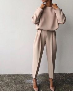 Fine Outfit Ideas Spring You Should Already Own outfit ideas spring, Mode femme Classy Outfits, Fall Outfits, Fashion Outfits, Paris Outfits, Sneakers Fashion, Edgy Work Outfits, Outfit Work, Elegantes Outfit Frau, Casual Mode