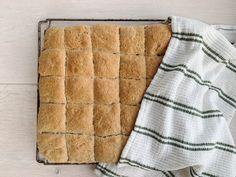 Matpakkebrød i langpanne — FAMILIEMAT Baking, Bread Making, Patisserie, Backen, Bread, Sweets, Reposteria, Roast