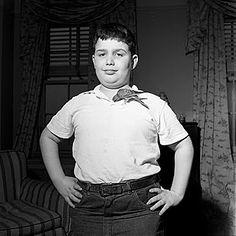 Vivian Maier - Boy with bird