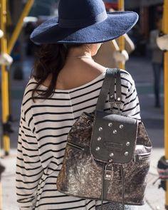 Terminando el día nos volvemos a casa con nuestra nueva mochila #FEMENINA (que también podés usarla como bolso) de cuero peltre negro o cobre gris con apliques de cristal.  Encontrala en nuestro #LPStore y mírala en detalle en nuestra web http://ift.tt/1Pia5Uv  #luzprincipe #zapatos #luzprincipezapatos#amamosloquehacemos #bag#hacemosloqueamamos #nofear #aw2017 #invierno#chicaslp #lpfans
