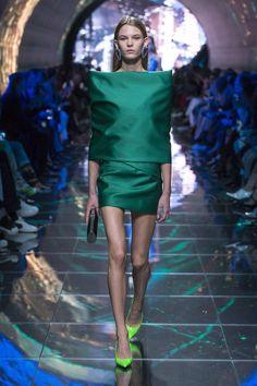 Balenciaga Spring Summer 2019 Ready To Wear-ready Woman Vogue Runway Best Runway look – Read … Style Couture, Couture Fashion, Runway Fashion, Paris Fashion, Fashion Fashion, High Fashion, Spring Summer Fashion, Spring Outfits, Autumn Fashion