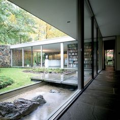 Thanks to floor-to-ceiling glass, the home feels like it's part of the landscape. Photo 4 of 12 in This Modern Miami House Feels Like It's in the Middle of the Jungle. Browse inspirational photos of modern homes. Modern Exterior, Exterior Design, Interior And Exterior, Jungle House, Forest House, Marcel Breuer, Modern Miami, Modern Hallway, Building Exterior