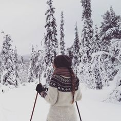 My favorite thing in the winter . Skiing, My Favorite Things, Portrait, Winter, Selfies, Instagram Posts, Explore, Winter Time, Headshot Photography