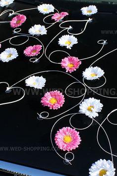Foto Rose et blanc gerberas décoration voiture mariage