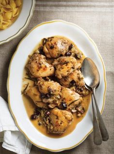 Poulet Toscan - lighter version of poulet au romarin. Made Husband raved. Served with buttered egg noodles and sautéed green beens w/ pine nuts. Easy Chicken Recipes, Turkey Recipes, Meat Recipes, Cooking Recipes, Recipies, Ricardo Recipe, Confort Food, Chicken With Olives, Risotto Recipes