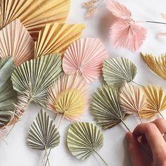 Pin on paper flowers. Pin on paper flowers. Paper Flowers Diy, Diy Paper, Instruções Origami, Fleurs Diy, Diy Backdrop, Backdrop Wedding, Deco Boheme, Paper Leaves, Deco Floral
