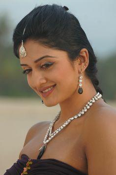 Beautiful Girl Indian, Most Beautiful Indian Actress, Beautiful Girl Image, Beautiful Saree, Bollywood Actress Hot Photos, Bollywood Girls, Beautiful Bollywood Actress, Indian Navel, South Indian Actress Hot
