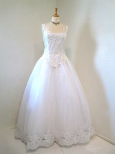 Vintage 50s Wedding Dress SUZY PERETTE Sweetheart White Lace Flower Embroidery Bust Full Skirted Pearl Beaded Ball Gown M/L. $460.00, via Etsy.