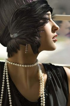@Nicole Novembrino Novembrino Freccia  this is a way cool fascinator.  ZsaZsa Bellagio: Pearls so glamorous.