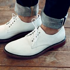 White Bucks: white, buckskin shoes modeled after singer Pat Boone wore these style. White Buck Shoes, White Dress Shoes, Preppy Boys, Preppy Style, Men's Style, Classic Style, Southern Fashion, Well Dressed Men, Style Guides