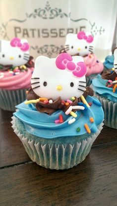 Hello kitty inspired cupcakes