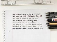 Wir zeigen euch wie Ihr eure Handschrift ganz einfach verbessern könnt. Vom richtigen Stift über das passende Papier. Jetzt lernen und losschreiben!