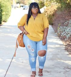 There Is Endless Street Style Inspiration for How to Make Ripped Jeans Look Chic AF Thick Girls Outfits, Curvy Girl Outfits, Plus Size Outfits, Curvy Girl Fashion, Look Fashion, Fashion Outfits, Fall Fashion, Petite Fashion, Stylish Outfits